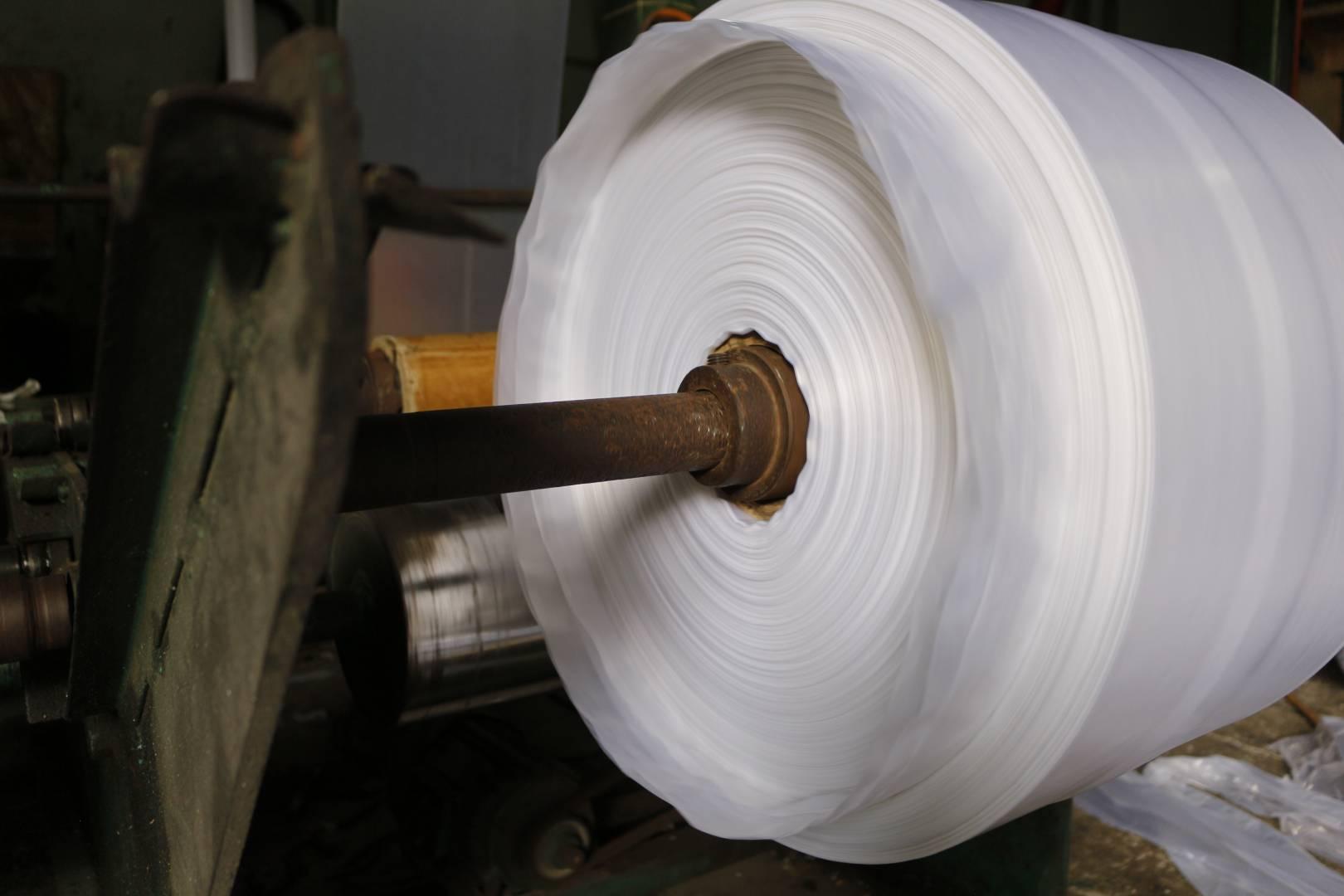 Máy thổi túi tại nhà máy Trí Quang