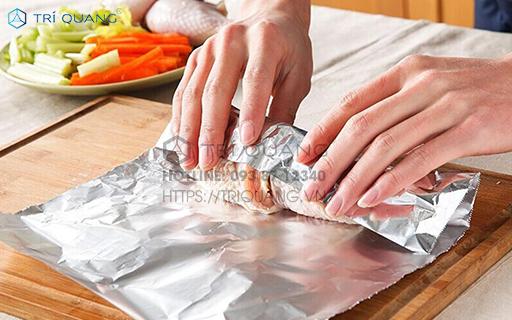 Dùng giấy bạc bọc thực phẩm cho những ứng dụng nào?