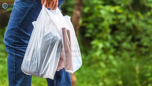 Mức giá thành sản xuất túi ni lông theo yêu cầu trên thị trường hiện nay là khá rẻ